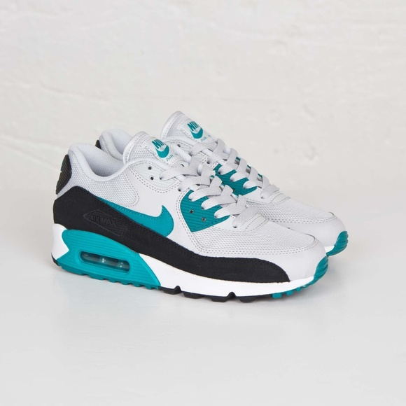 huge discount 5092f 6bd42 Nike Air Max 90 Colorblock Sneaker. M 5bde8c708ad2f9bd459e9331